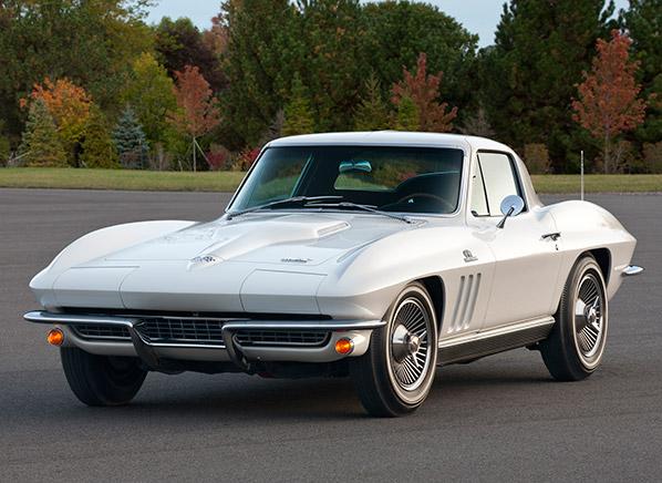 O motor do Caçador de Estrelas era um V8 small block, dos utilizados nos Chevrolet Corvette Sting Ray. Fonte: Consumer Reports [1].
