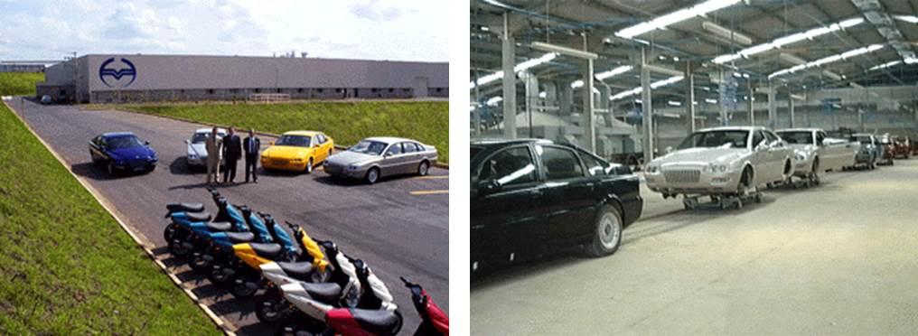 A esquerda uma vista da fábrica com alguns carros e diversas scooter Mirage. A direita a linha de montagem do Emme Lotus