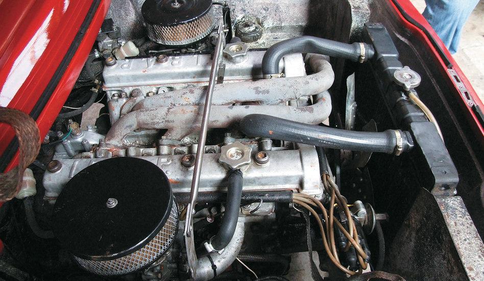 O motor V6 de origem italiana. Comenta-se que a IBAP pretendia fabricá-lo no Brasil em pouco tempo, mas Chico Landi, consultor técnico da empresa, teria vetado a ideia por temer sabotagem da concorrência. Fonte: Quatro Rodas [3].