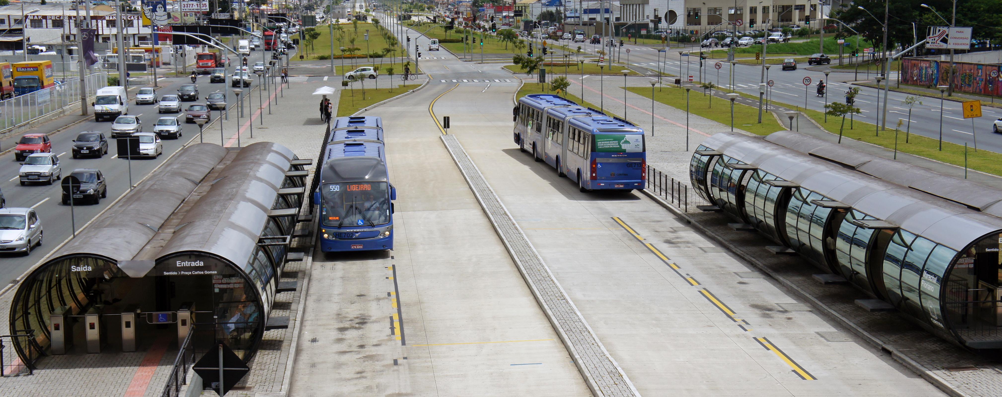 Linha Verde BRT Curitiba, Estação Marechal Floriano. Fonte: Wikipedia [1].