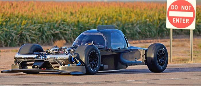 Sem os painéis de carroceria, é mais fácil entender como é a construção do GT-R LM. Fonte: Race Car Engineering [5].