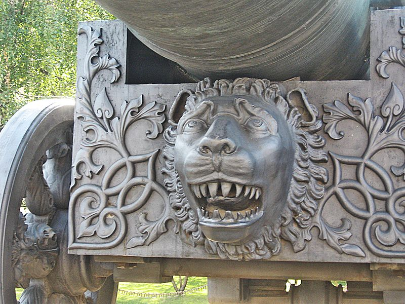 Detalhe do leão entalhado na carruagem do Tsar Pushka. Fonte: Wikipedia [1].