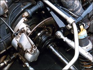 Sistema de freios traseiros in board. Fonte: AutoSpeed [2].