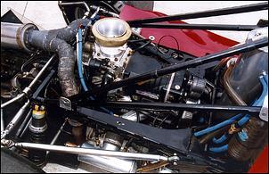 """Motor VW do SCV, O corpo de borboleta tem diâmetro de 3 3/16"""" e foi retirado de um motor da F1 Powerboat! Fonte: AutoSpeed [2]."""